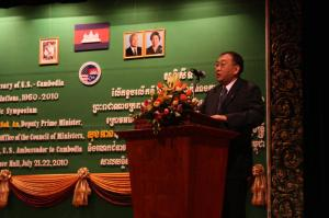"Samdech Norodom Sirivudh presenting ""Cambodian U.S relations in the 1990's"" / by: Kaing Tongngy"