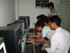 Students who stay in dorm are teaching each other in ther computer room / Photo by: Dara Saoyuth