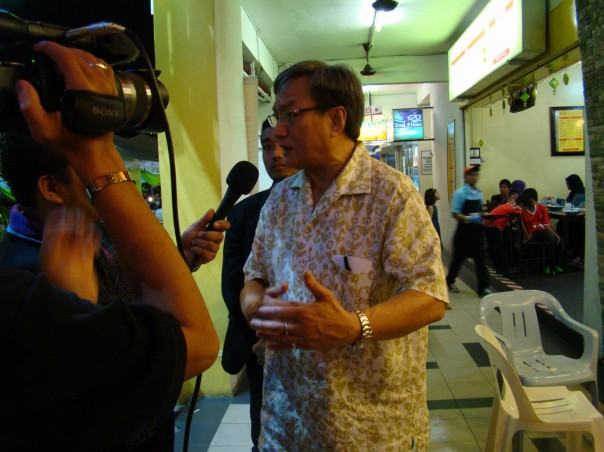 YB Wee Choo Keong giving an interview with TV reporters